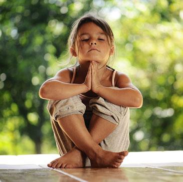 Bild eines meditierenden Mädchens
